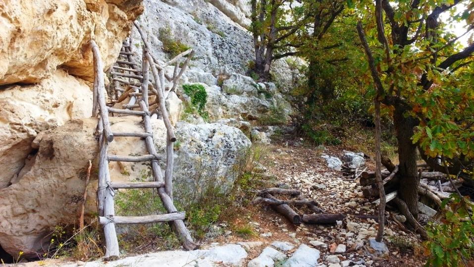 Пещерный монастырь Шулдан, горный Крым