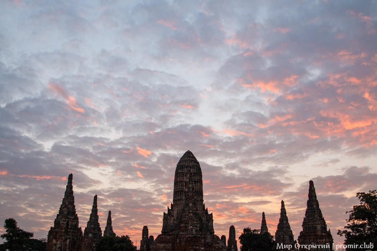 Закат у храмового комплекса, Аюттайя