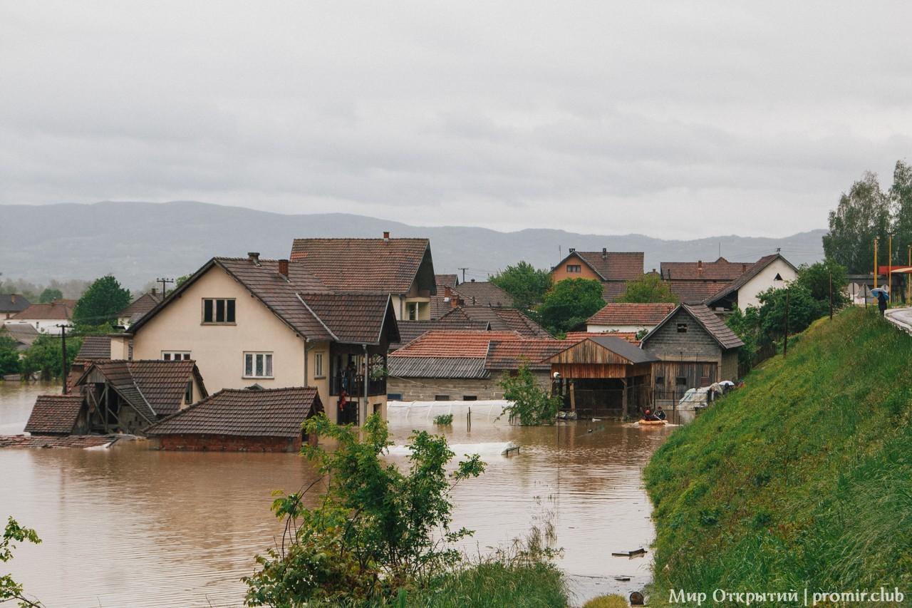 Затопленные наводнением дома, Сербия