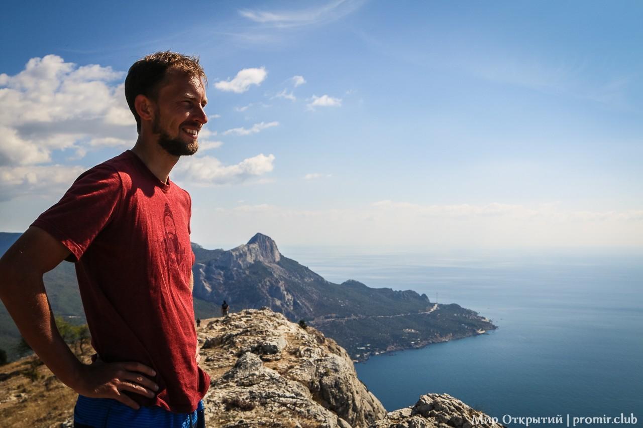 На вершине горы Куш-Кая, Крым, бухта Ласпи