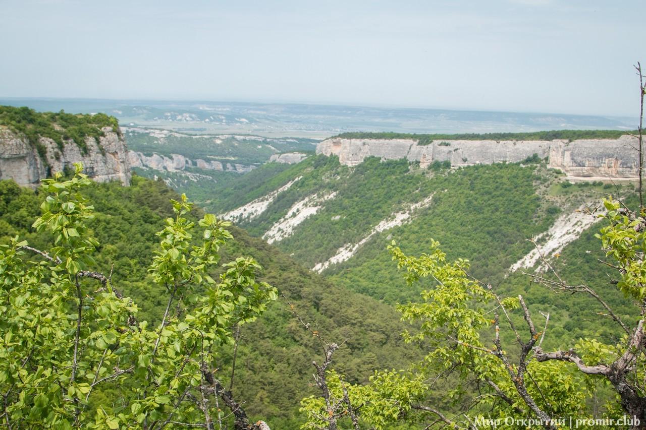 Вид на долину с Мангуп-Кале, горный Крым