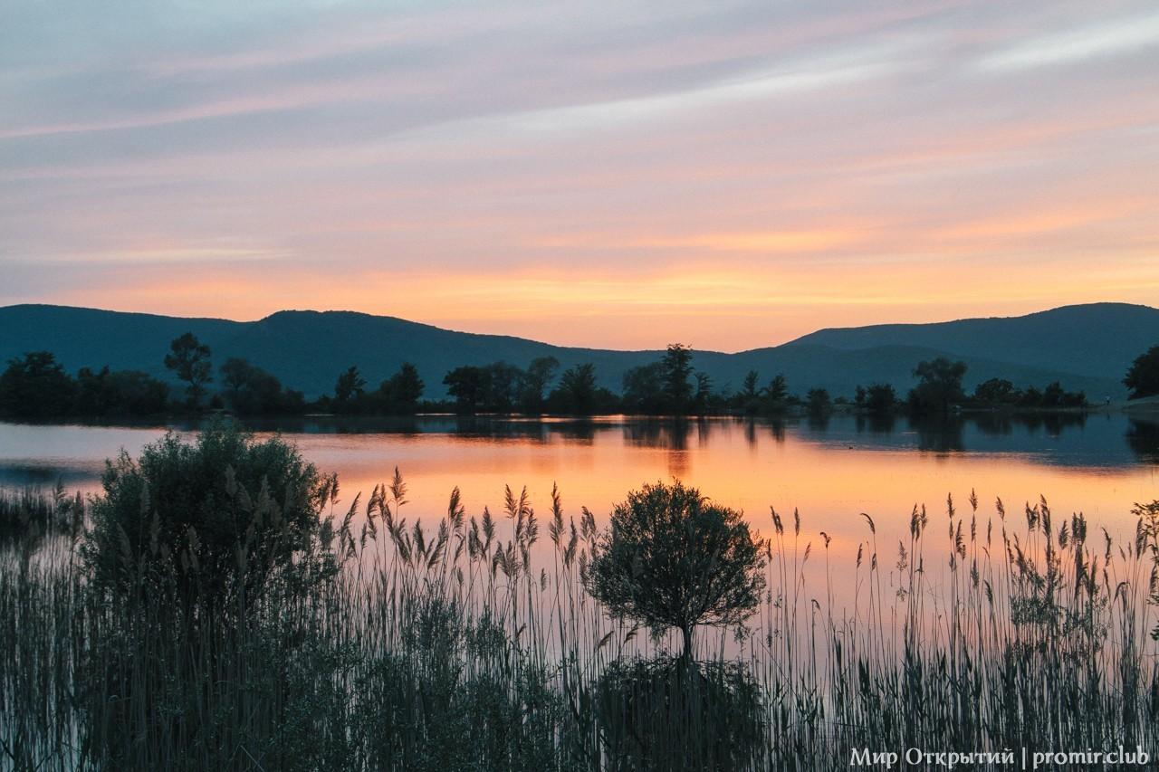 Вид на озеро, Байдарская долина