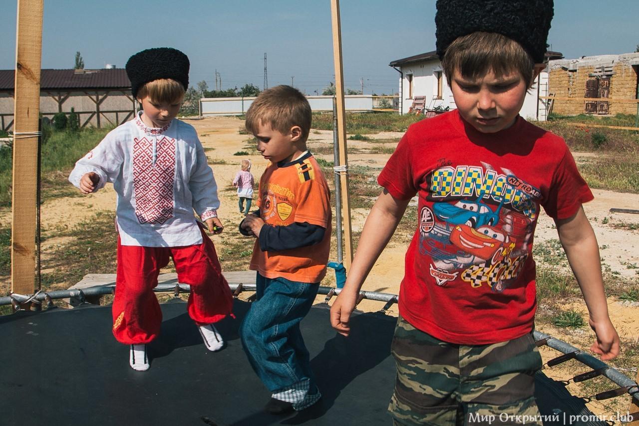 Дети, берег Черного моря, Саки