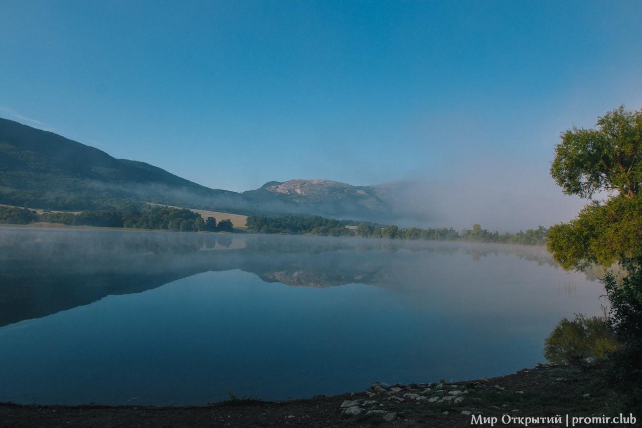 Рассвет на озере, Байдарская долина