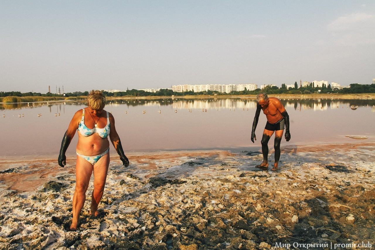 Грязи на озере Мойнаки, Евпатория, Крым