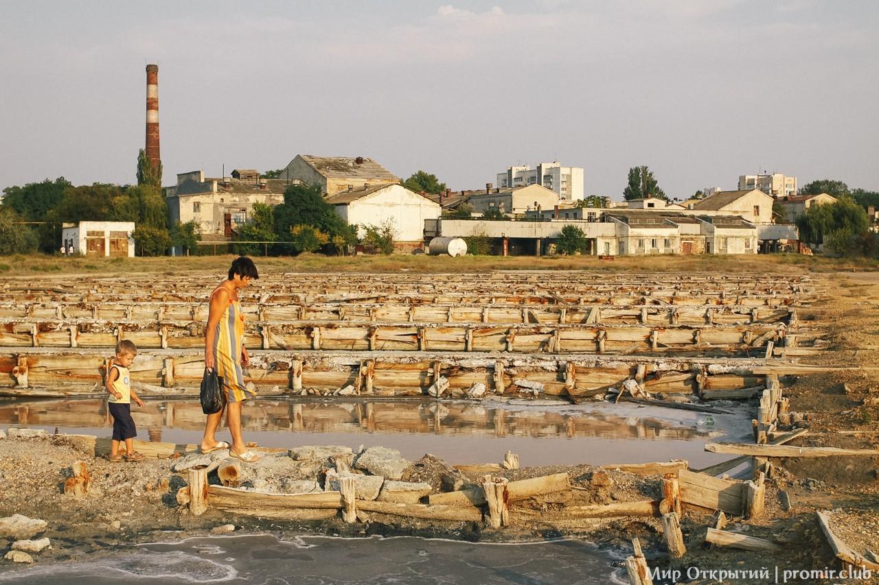 Резервуары для грязи на озере Мойнаки, Евпатория, Крым