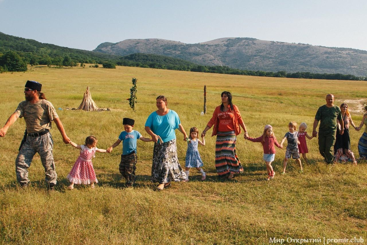 Хороводы на празднике «Купальские огни», Байдарская долина