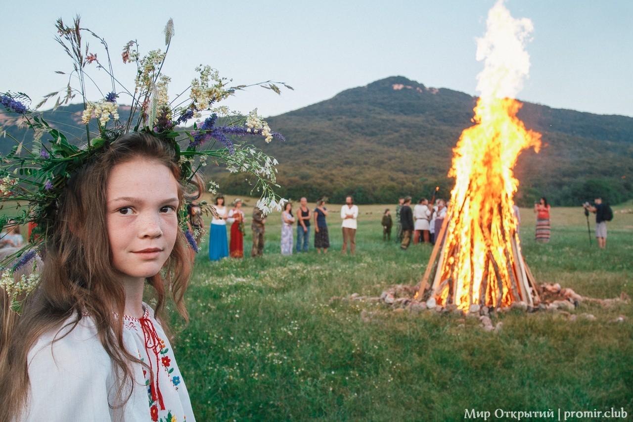 Ритуал на празднике «Купальские огни», Байдарская долина