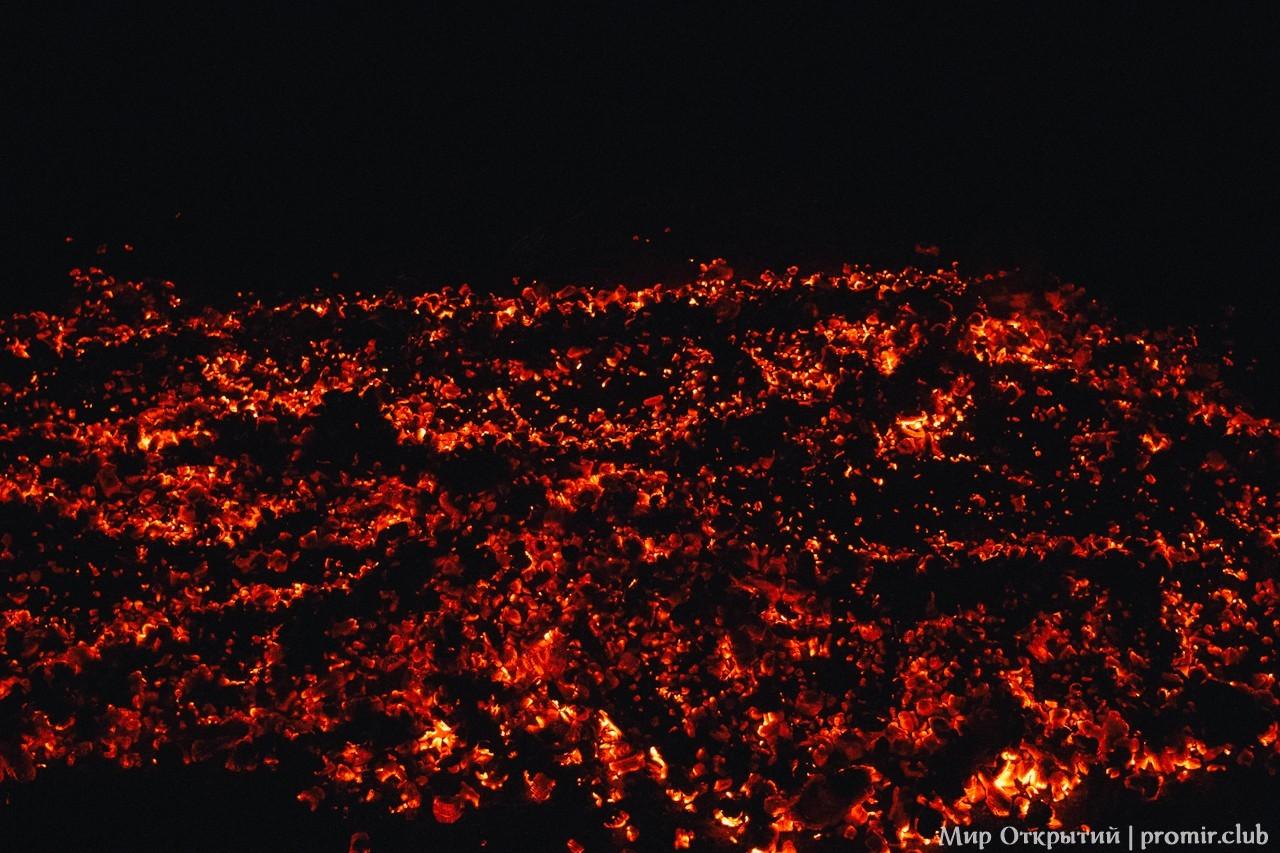 Хождение по углям на празднике «Купальские огни»