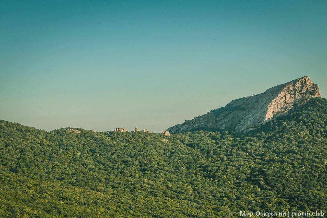 Вид на гору Ильяс-Кая, Байдарская долина