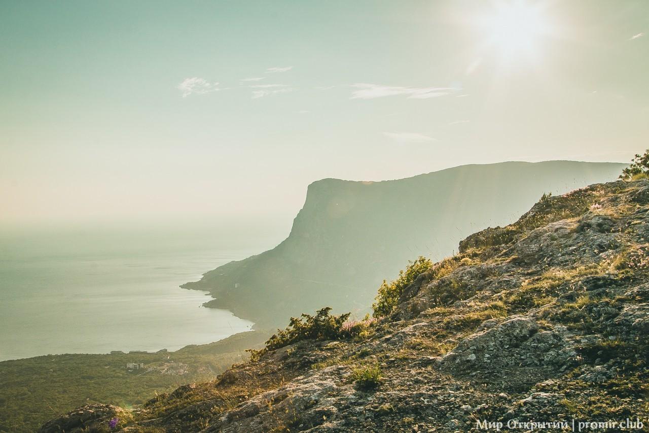 Вид на гору Куш-Кая, Байдарская долина
