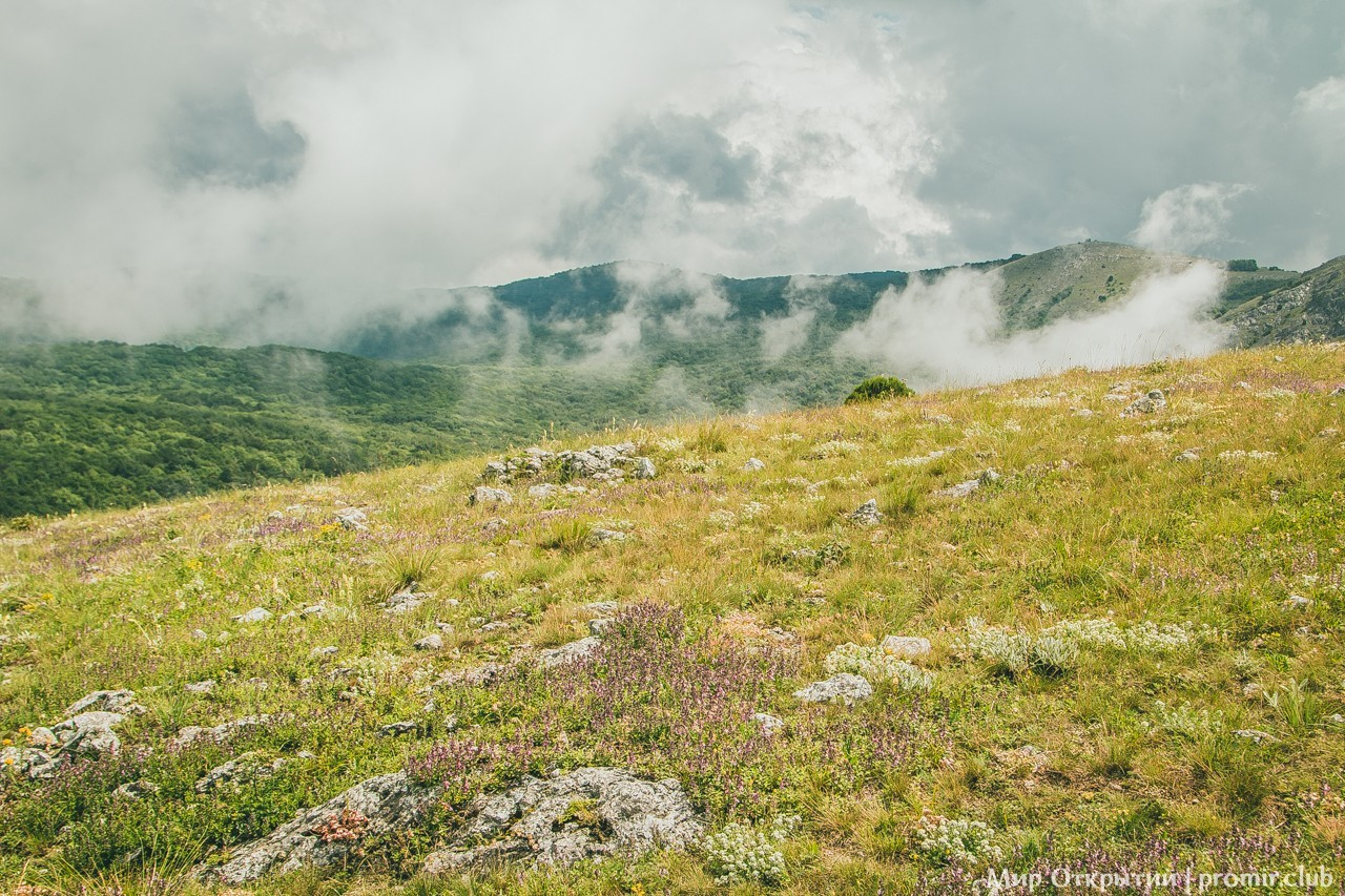 Пейзажи на вершине горы, перевал Чёртова лестница