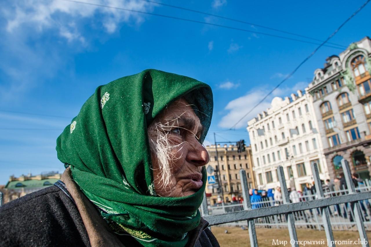 Бабушка у Смоленского кладбища, Санкт-Петербург