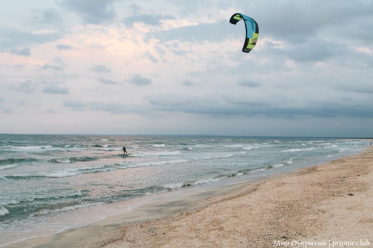 Берег Азовского моря рядом с Щелкино