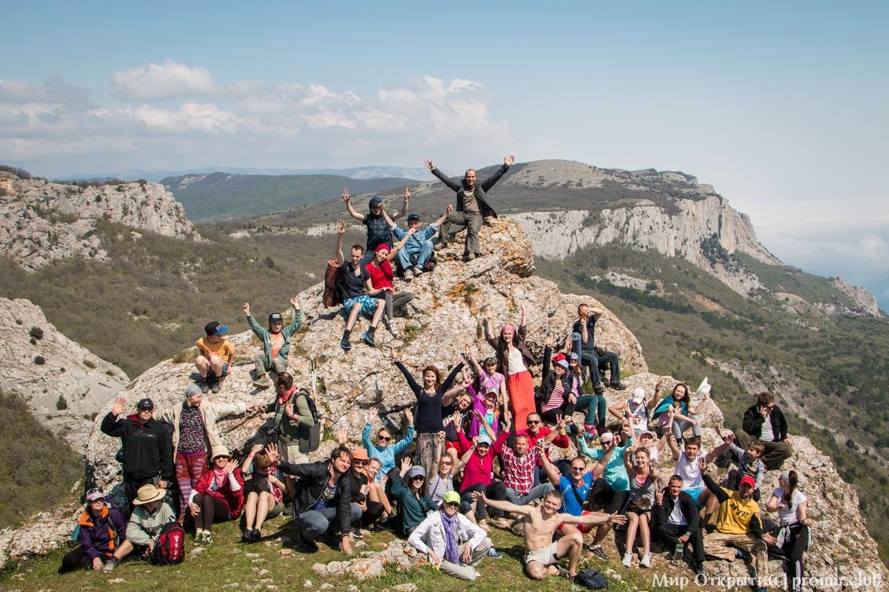 Участники фестиваля на горе Ильяс-Кая, Байдарская долина, Крым