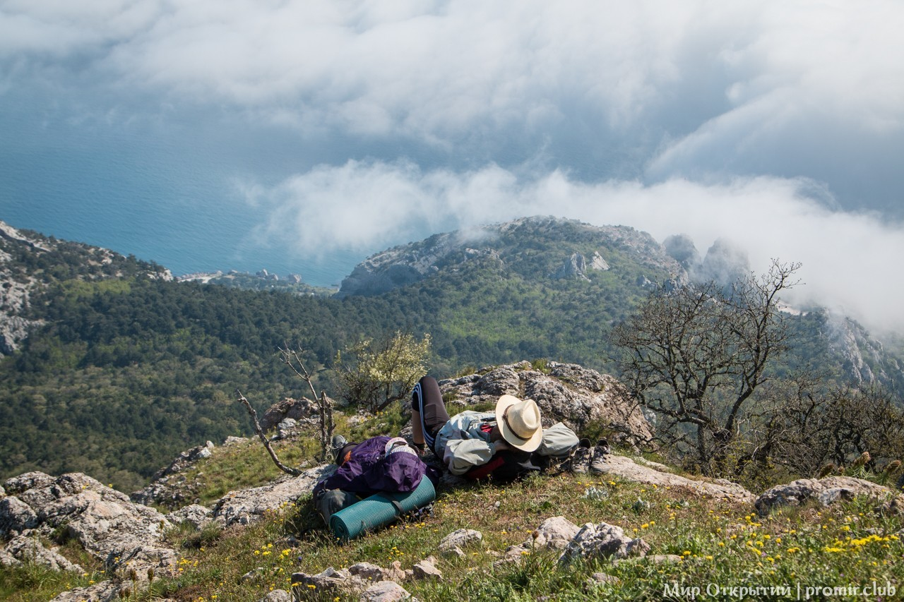 Вид с горы Ильяс-Кая на Южный Берег Крыма, Байдарская долина, Крым