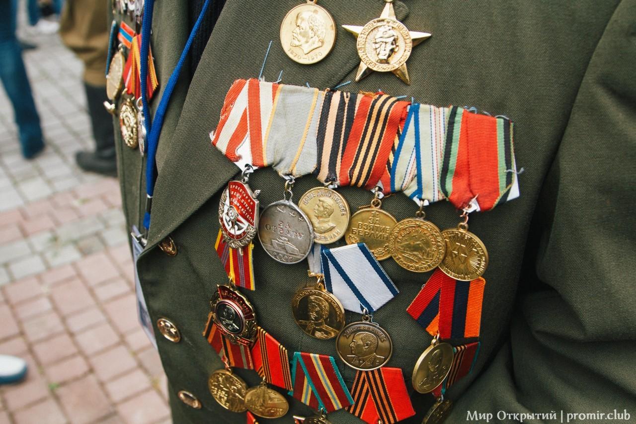 Чествование ветеранов на мемориальном кладбище, Севастополь