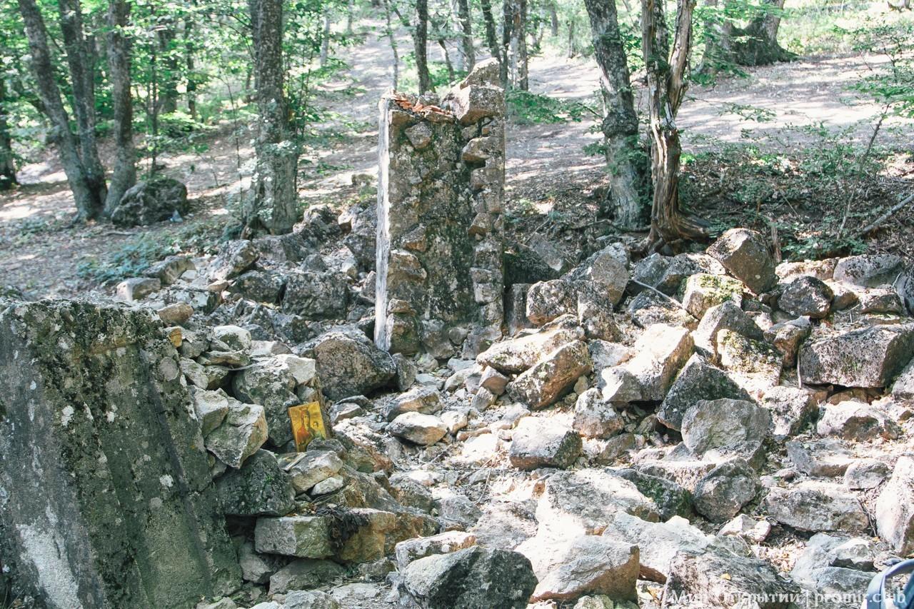 Развалины храма святого Ильи?, гора Куш-Кая