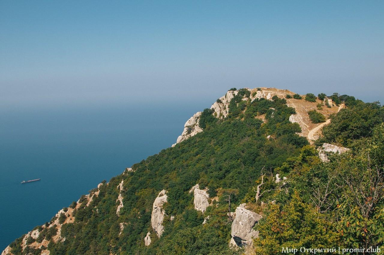 Панорама на горы и море