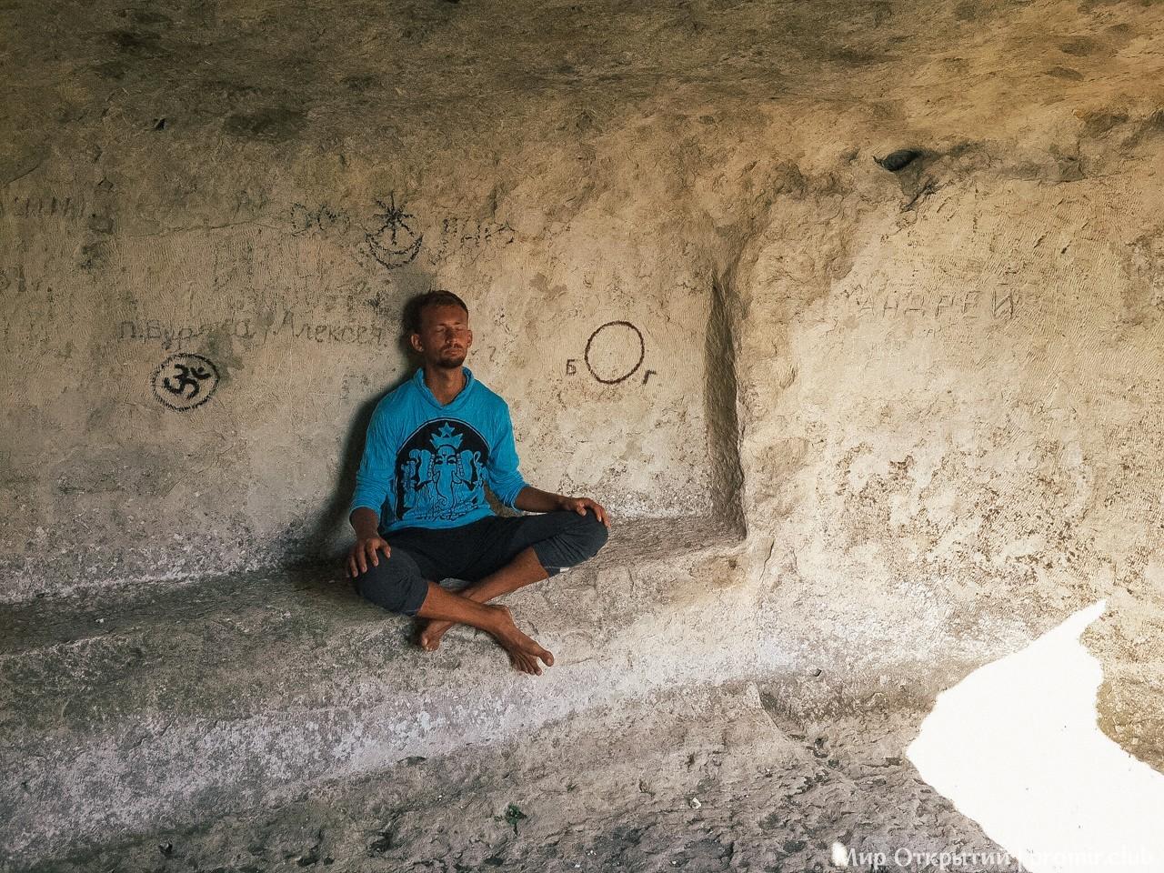 Пещера отшельника на Кыз-Кермен