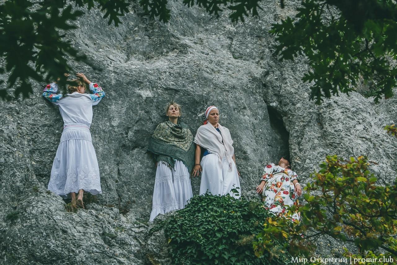 Практики на Храме Солнца у горы Ильяс-Кая