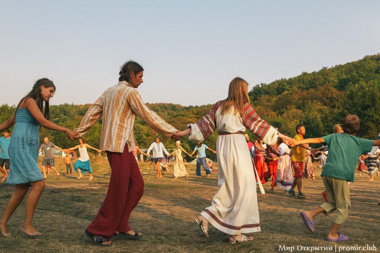 Главная площадка фестиваля, долина реки Жане, Краснодарский край