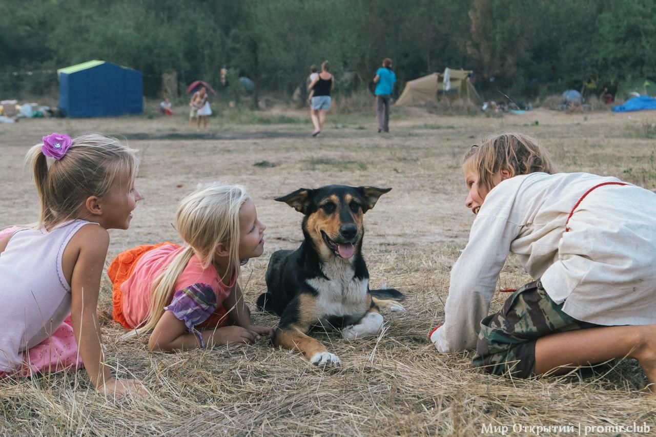 Дети на фестивале, долина реки Жане, Краснодарский край